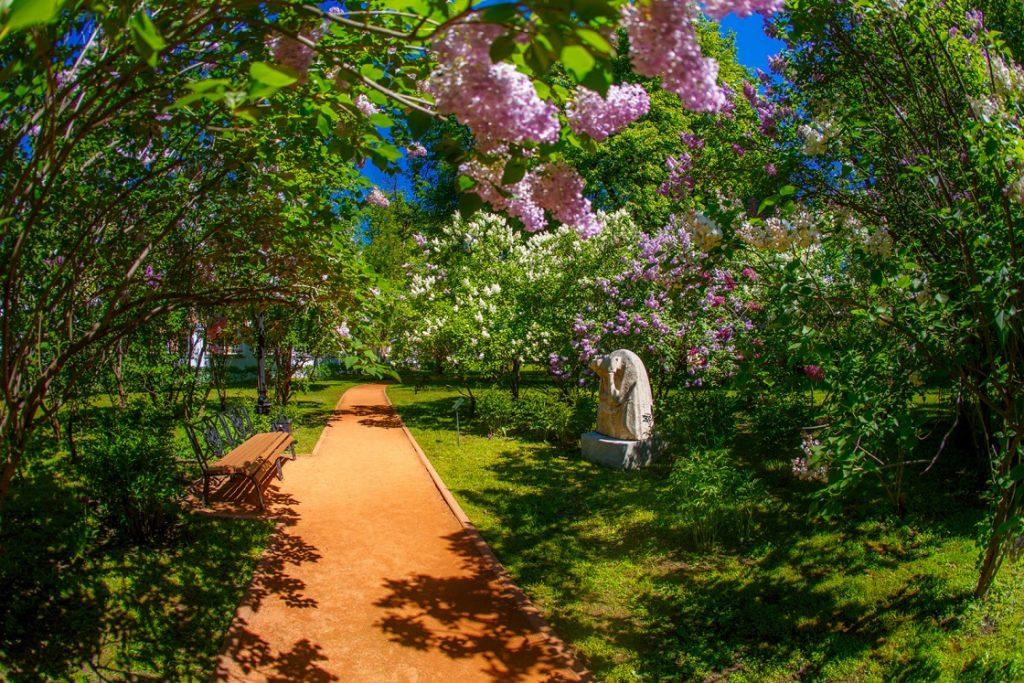 Губернаторский сад на Волжской набережной