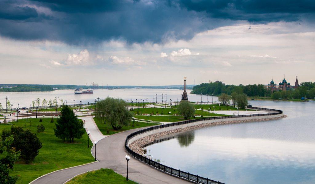 Парк на стрелке Ярославля