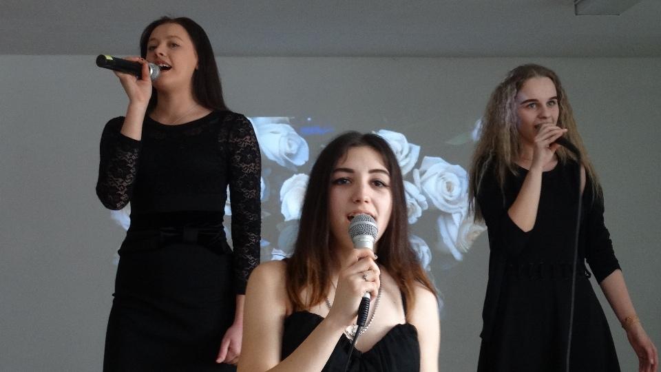 Праздничный концерт «Букет для милых дам»